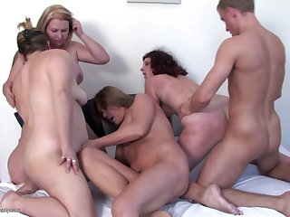 Private amateur party with 4 moms and 1..
