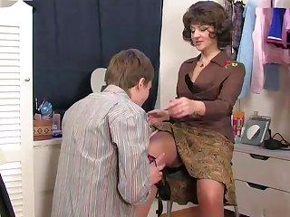 Mom caught son's masturbatsyey her..